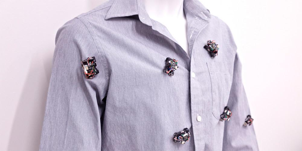 Американские учёные представили мини-роботов, которые могут передвигаться по одежде