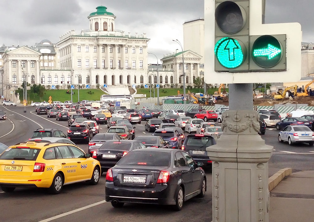 Big data on the Russian roads will solve the problem of jams and accidents