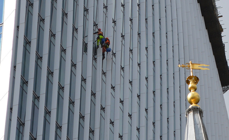 Британская компания создает 3D-печатные приспособления для мойки стекол высокоэтажных зданий