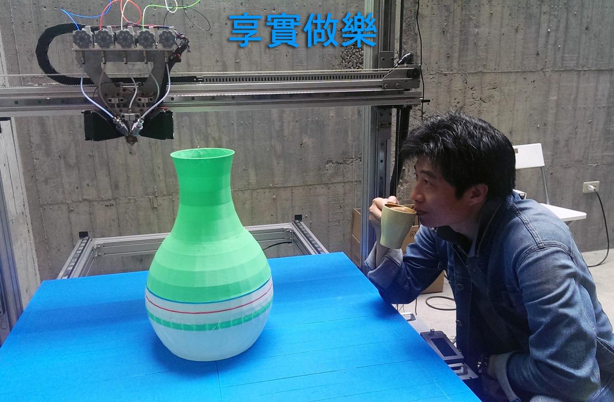 Джеймс Чанг работает над крупнейшим CMYKW 3D-принтером, известным человечеству