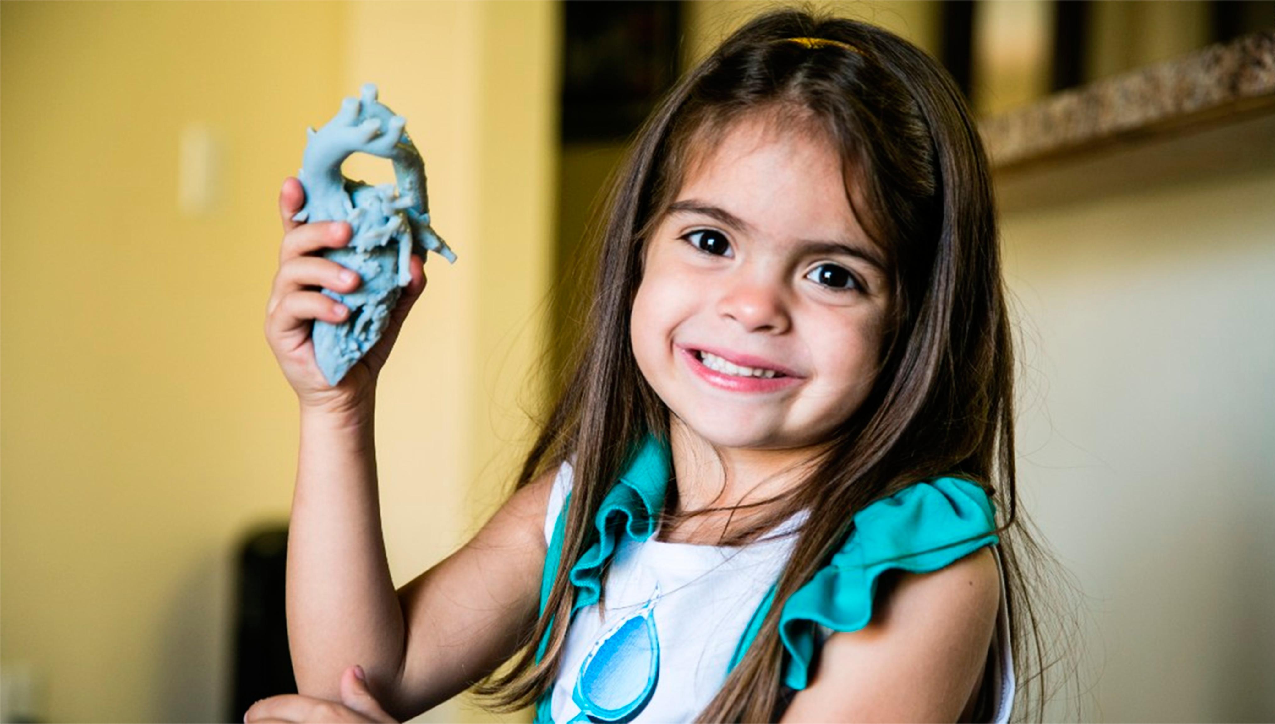 Для 4-летней Миа Гонсалес напечатали сердце на 3D-принтере