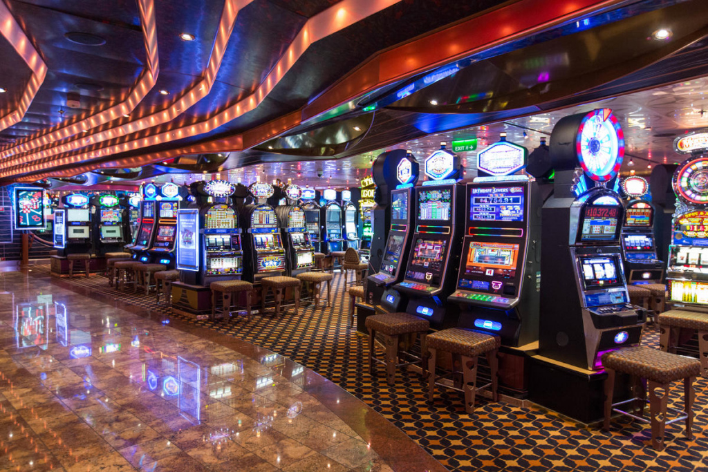UGW: Cruise ship casinos: why they appeal to tourists 7