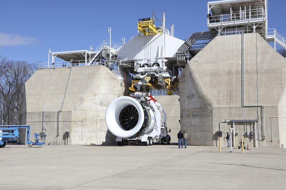 GE Aviation тестирует крупнейший в мире самолетный двигатель с 3D-печатными топливными форсунками
