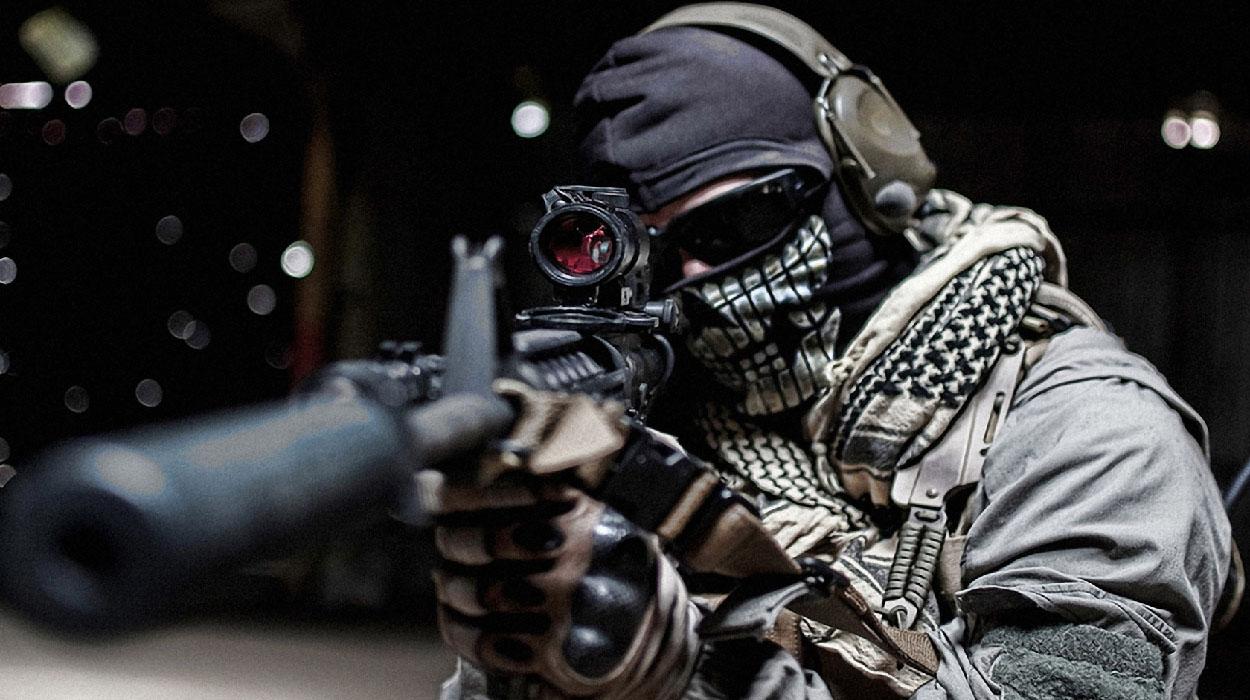 Жители Праги в метро играют в «Counter-Strike 1.6»