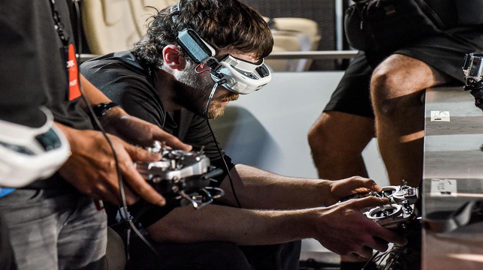 Гонки на дронах: разработчик показал видео от первого лица