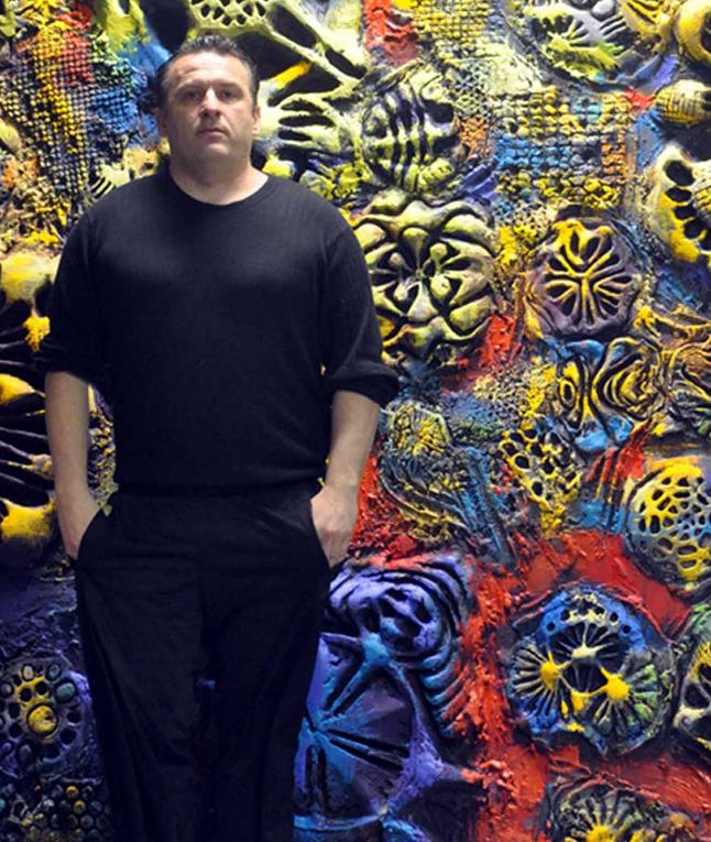 Художник Йан Флореа представляет красочный 3D-печатный арт-автомобиль Camaro на Нью-Йоркском автосалоне