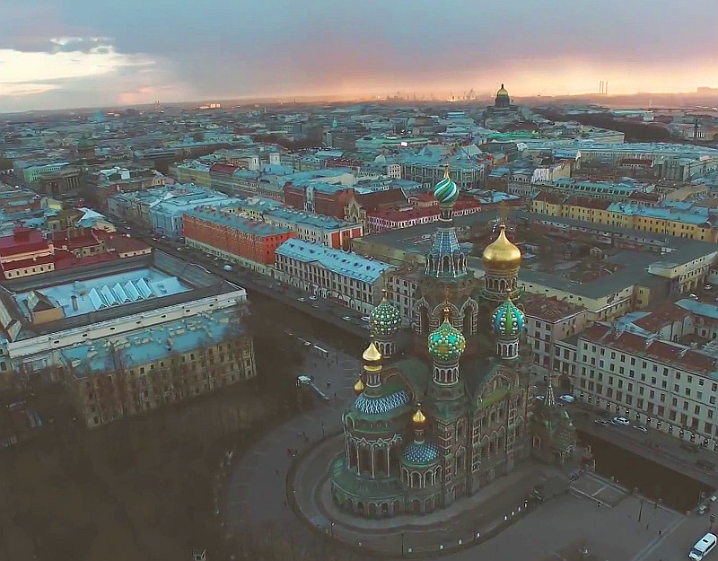 A bird's-eye view of Saint Petersburg shot by 360 quadcopters