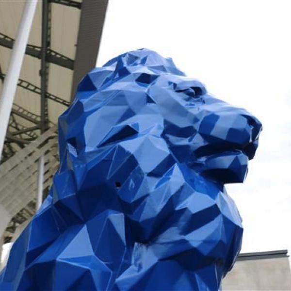Огромный 3D-печатный лев возвышается возле Стад де Люмьер