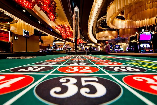 Партия в казино. Как скажется на индустрии открытие новых игорных зон