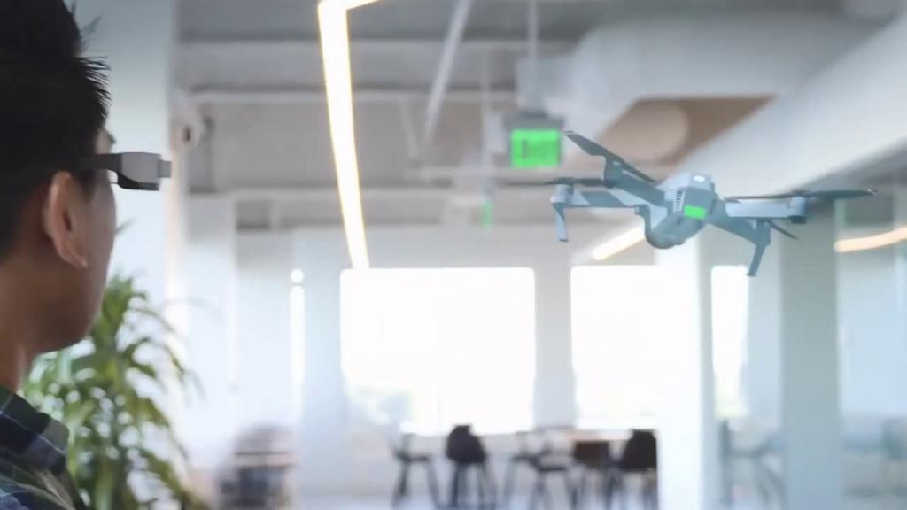 Полетать на виртуальном дроне не желаете?