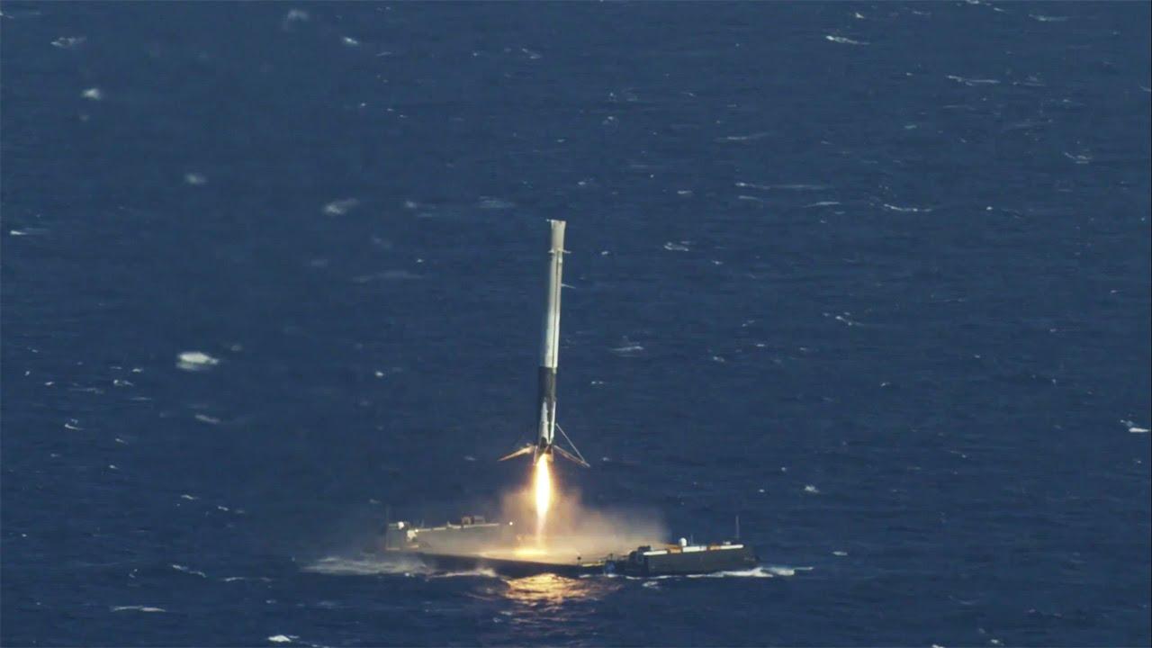 Посадку Falcon 9 на баржу воспроизвели в бассейне – с помощью коптера