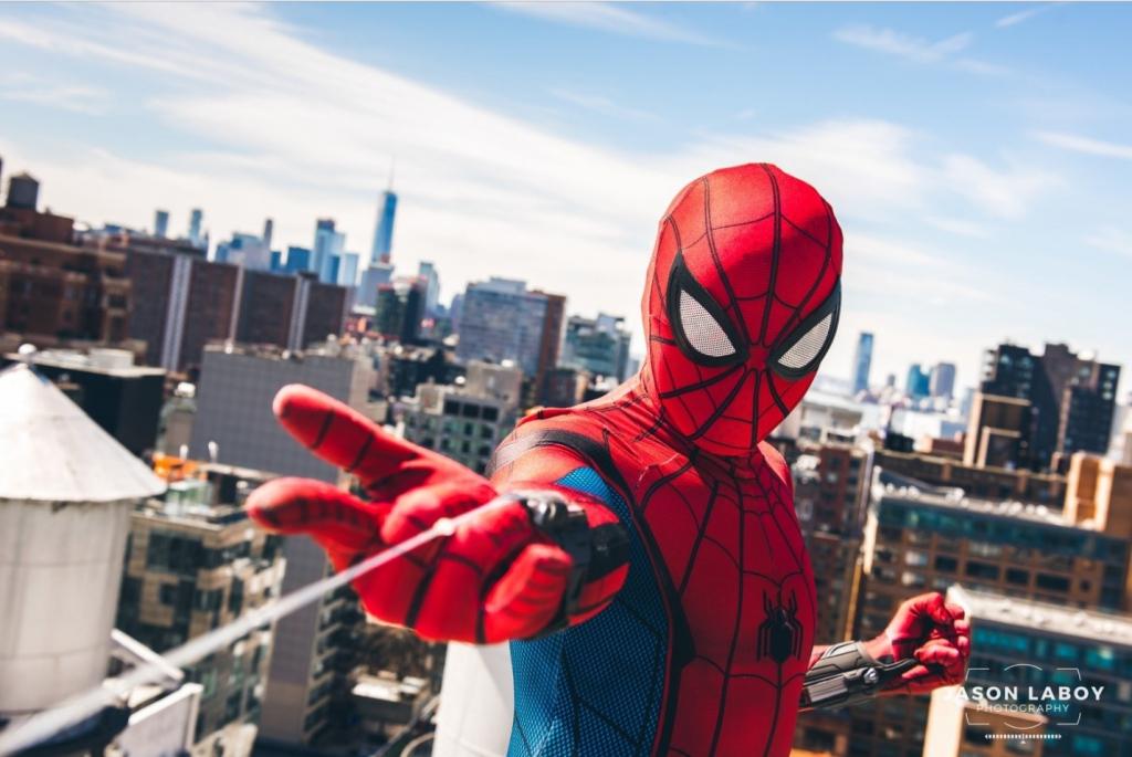 Блискучий косплей за фільмом «Людина-павук: Повернення додому»
