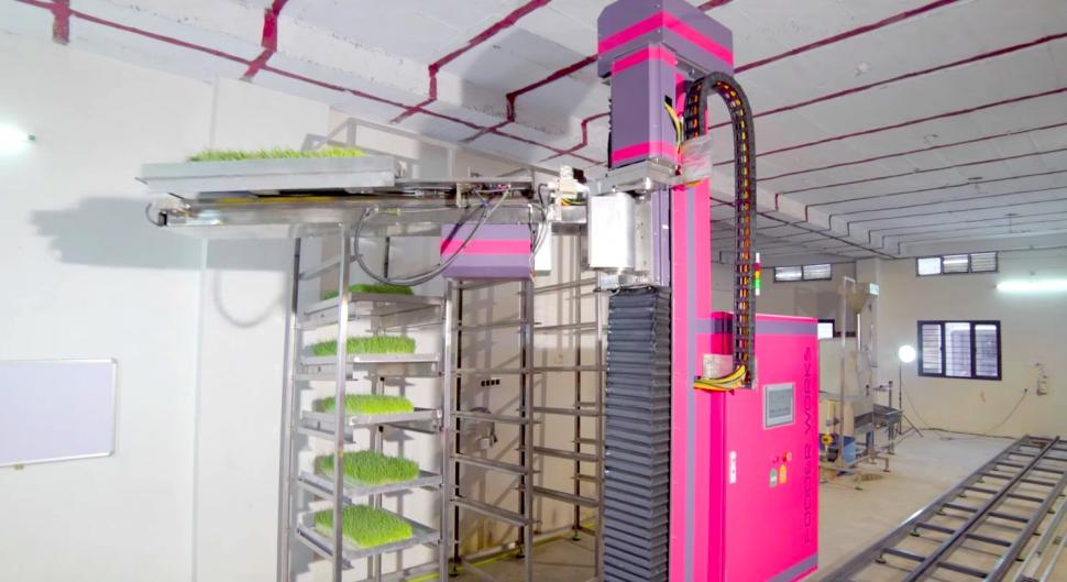 Робот в 3 раза поднял производительность выращивания корма для скота