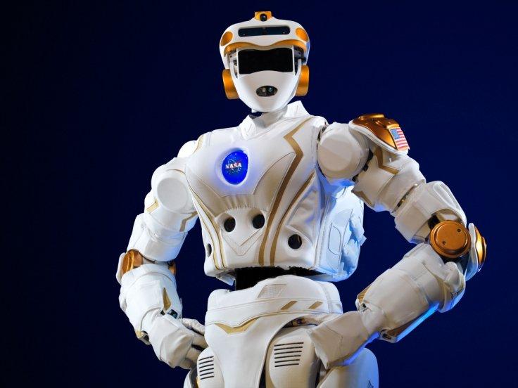 Роботы-гуманоиды вскоре посетят открытый космос