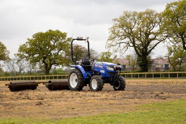Роботы в сельском хозяйстве: беспилотные трактор и комбайн могут автономно обрабатывать поля