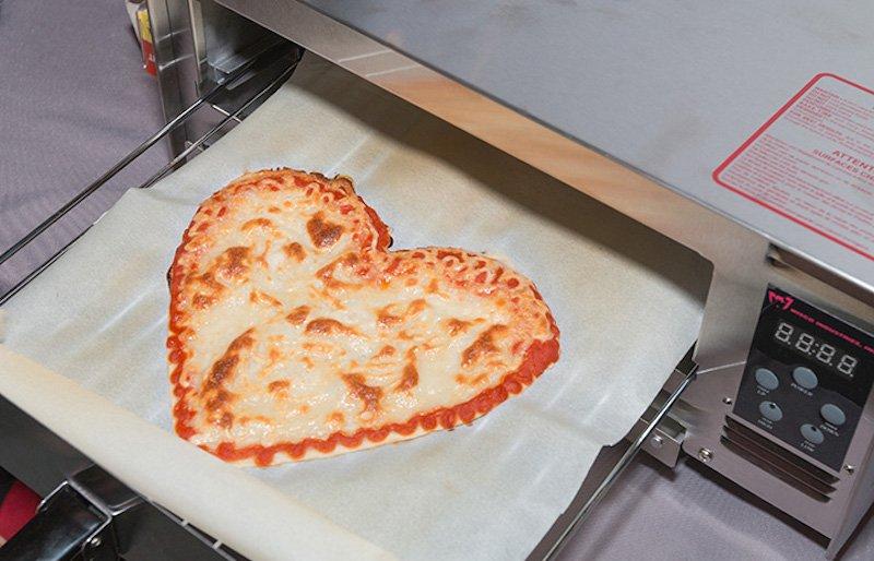 Роботизированный 3D-принтер BeeHex может приготовить пиццу за пять минут