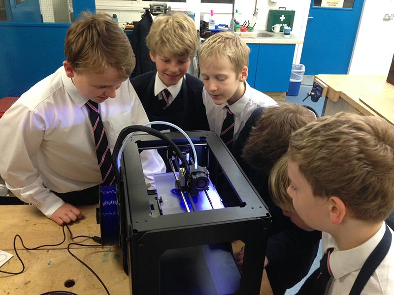Школьники Барнаула освоили работу с 3D-печатью