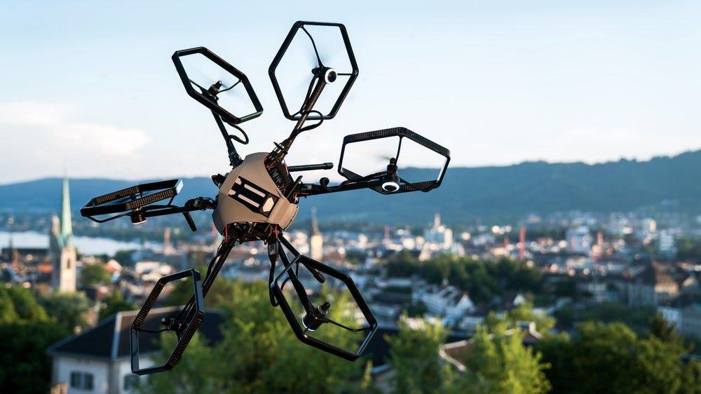 Швейцарские студенты создали дрона, летающего в любом положении