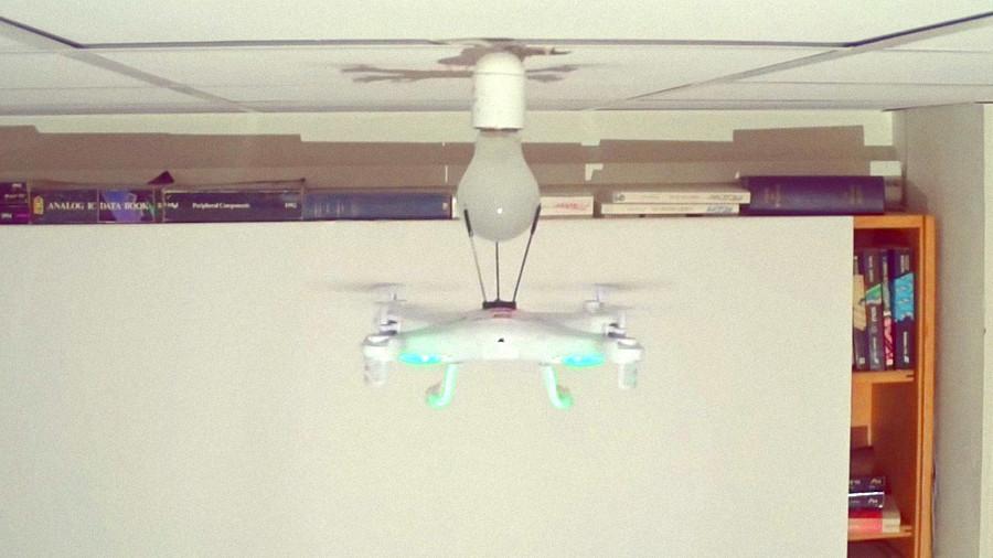 Сколько дронов нужно, чтобы заменить лампочку?