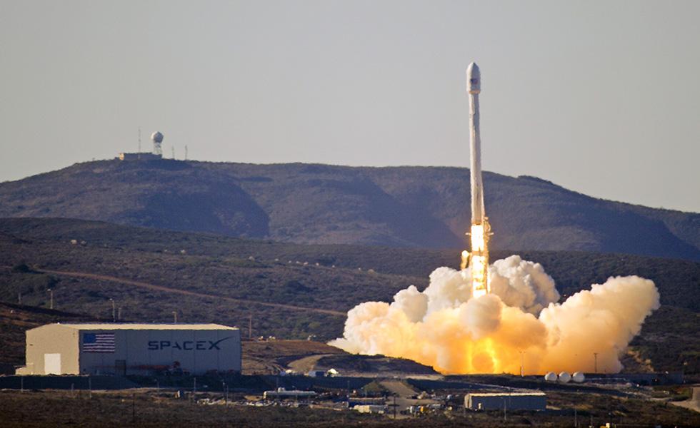 SpaceX собирается посадить ракету Falcon 9 на баржу
