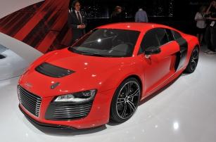 Audi R8 e-tron - фантастический суперкар, способный ездить самостоятельно и разгоняться до 250 км/ч