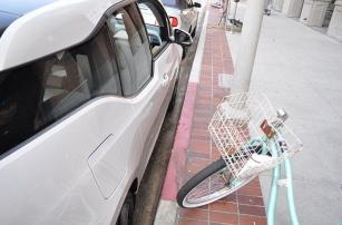 Автономная парковка  «сделала» человека
