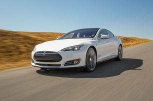 Автопилот Tesla просит убрать руки