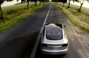 Автопилот Tesla уменьшает риск возникновения ДТП в два раза