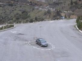 Беспилотная машина попала в тупик из-за необычной дорожной разметки