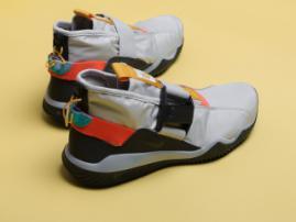Что носить в снег и дождь любителям кроссовок Nike?