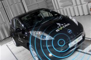 eVADER предупреждает пешеходов о приближении электроавтомобиля
