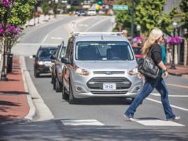 Ford разработала систему сигналов для общения беспилотных автомобилей и пешеходов
