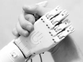 Житель Норильска разработал недорогой 3D-печатный бионический протез