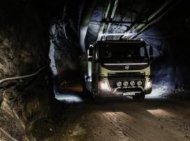 Грузовик-беспилотник Volvo в тоннелях шахты. ВИДЕО