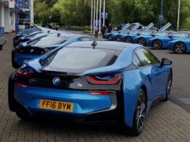 Игроки футбольной команды получили по новенькому BMW i8