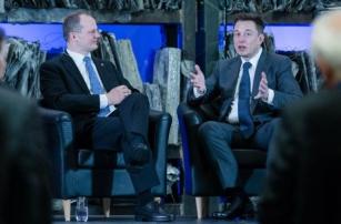 Илон Маск строит автобус будущего?