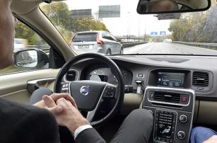 Кого в случае аварии выберет автопилот: водителя или пешеходов?