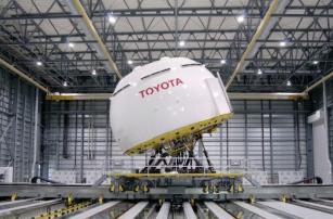 Компания Toyota хочет внедрить функцию экстренного автопилота