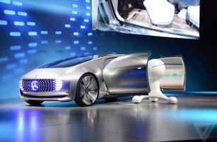 Mercedes-Benz на автопилоте