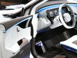 Mercedes презентовала свой первый электрокроссовер – Generation EQ