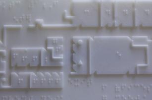 Напечатанные на 3D-принтере карты со шрифтом Брайля для слепых студентов