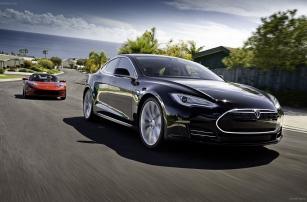 Новое обновление ПО в Tesla Model S позволит переводить авто в режим автопилота