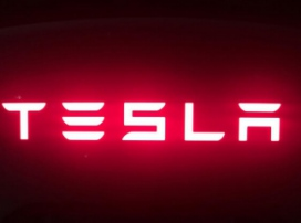Gigafactory building and Tesla battery (video)