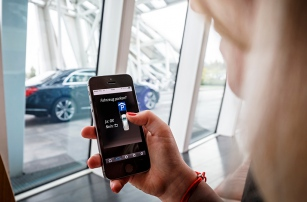 Парковку с помощью смартфона реализуют специалисты Daimler и Bosch