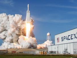 Почему запуск Falcon Heavy стал исторически важным в космической индустрии?