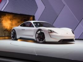 Porsche представит свой полностью электрический суперкар в 2020 году