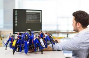 Роботы-пауки от компании Siemens совместно печатают 3D-объекты
