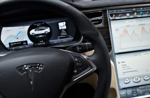 Роботизированная Tesla – водителю: «Вся ответственность на тебе!»