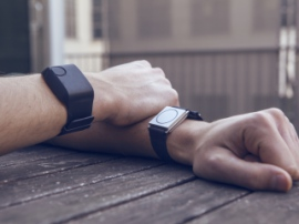 Wearable tracker helps to cope with drug addiction
