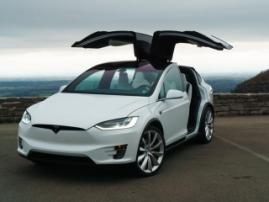 Tesla Model X станет самым популярным автомобилем в премиум-сегменте